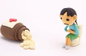 お腹痛い女性とお薬
