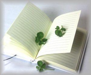 四葉のクローバーと日記