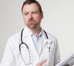 嫌な顔をする医師
