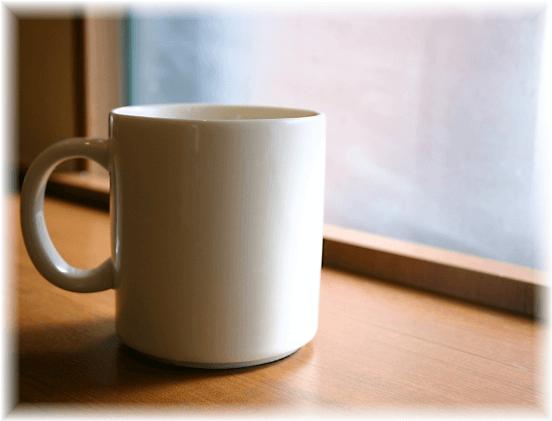 窓辺のマグカップ