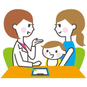 医師と相談する親子